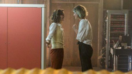 Aussprache: Kerry Bishe als Donna, Mackenzie Davis als Cameron; Foto: Tina Rowden/AMC