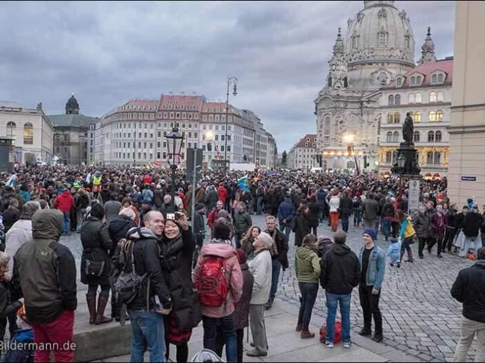 Rund 35.000 Menschen setzen in Dresden ein deutliches Zeichen ge