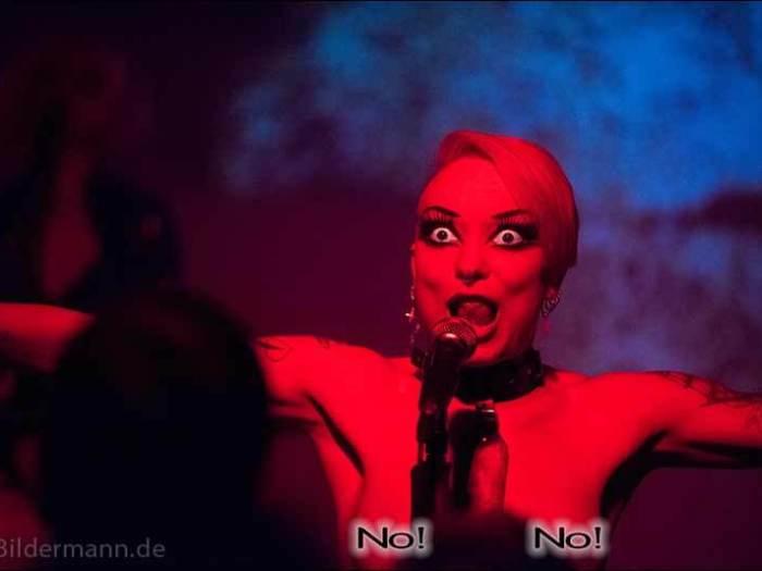 """Sängerin Aranea Peel, """"Grausame Töchter"""", 25.04.2015, Dresden, Reithalle, Strasse E"""
