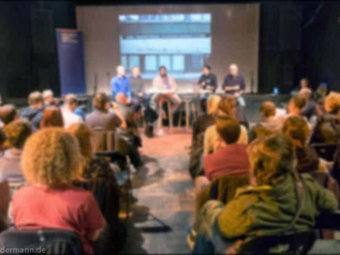 Veranstaltung zum Thema ''Nazigewaltausbruch vor 25 Jahren'', veranstaltet von der Friedrich-Ebert-Stiftung und der Verein Bürger.Courage am 29.9. in der ''Scheune'', Alaunstrasse 36-40, Dresden