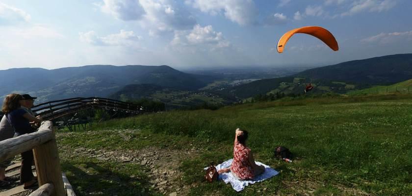 Paralotnie na górze Żar