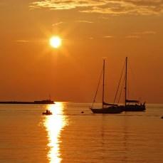 Malerischer Sonnenuntergang über der Adria in Umag