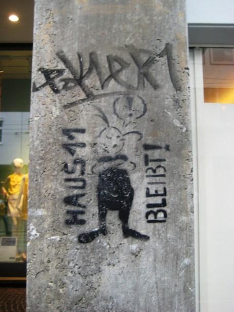 Street Art Freiburg DE 08.06.12 Haus 11 bleibt - Squat (2)