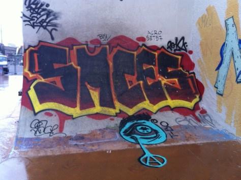 Marseille_dec 12_graffiti_SMCES et larme anarchiste