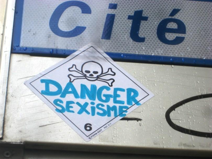 besancon_10.03.13_sticker_danger_sexisme