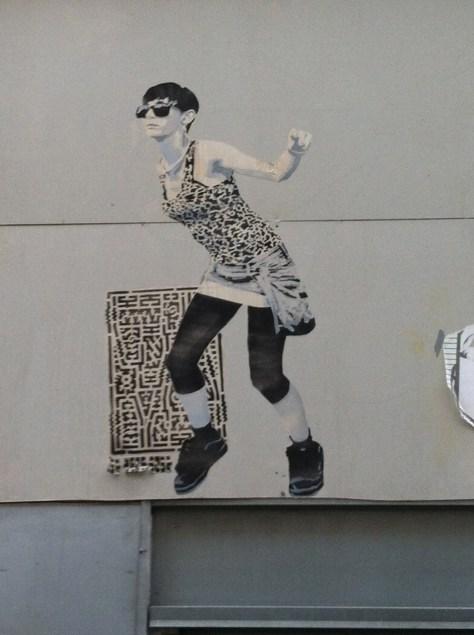 Marseille_collage_femme_sebr