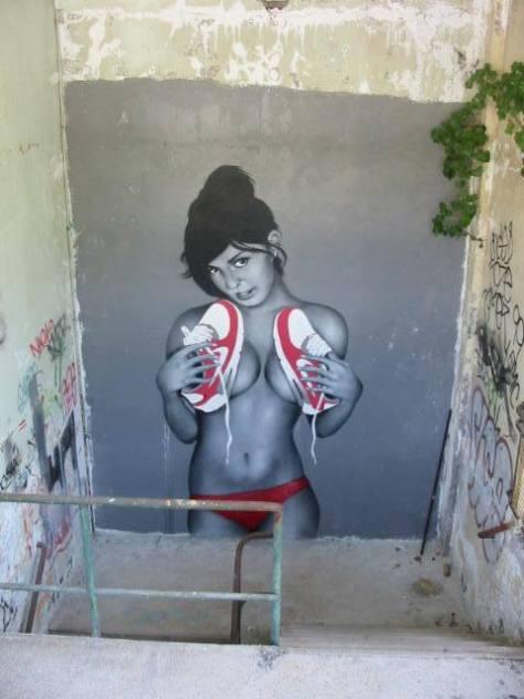 girl_with_shoes_nacle_besancon_graffiti_rhodia