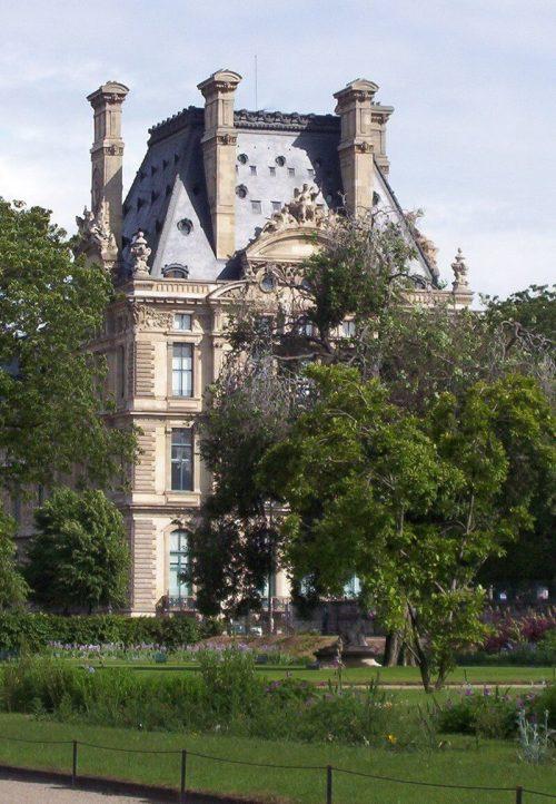 Louvre corner building