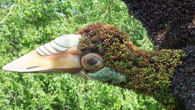 Tree of Birds (long beak) - Mosaiculture - Montreal Botancial Gardens