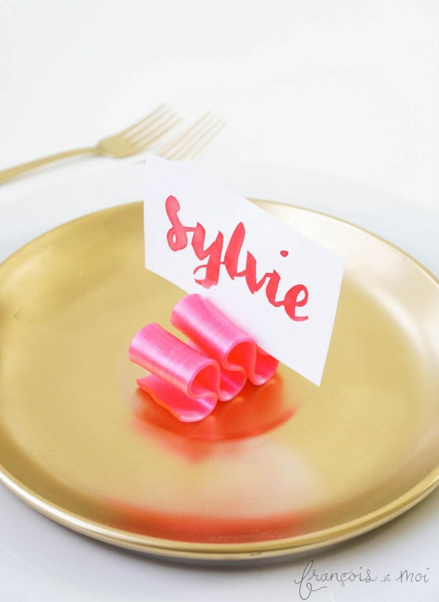 Insanely Easy Candy Ribbon Place Cards | Francois et Moi