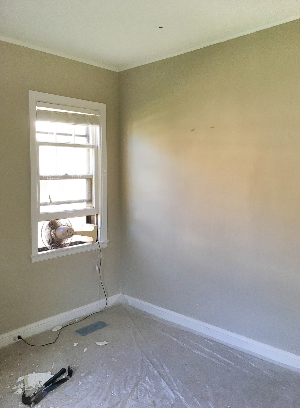 We're kicking off our nursery redesign with before photos of the former guest room. Come see beige overload!