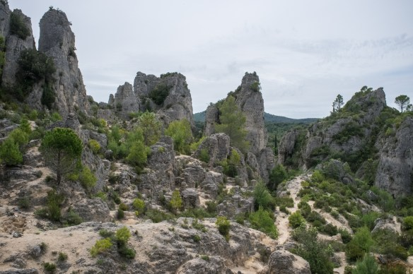 Hiking trails and interesting rock formations around the village of Moureze