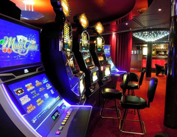 Casino Spielautomaten in der Spielhalle, Slotmachines, Video Spielautomaten, Automatenspiele