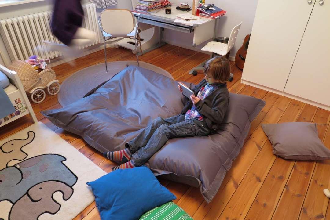 einfach mal chillen mit dem qsack sitzsack frau mutter blog. Black Bedroom Furniture Sets. Home Design Ideas