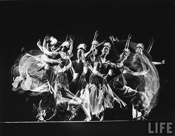 "Martha Graham performing ""Punch and Judy"", 1941, photo by Gjon Mili"