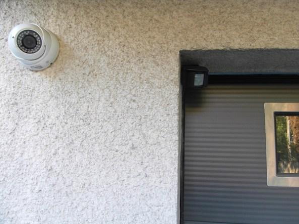 Caméra et détecteur IR pente garage