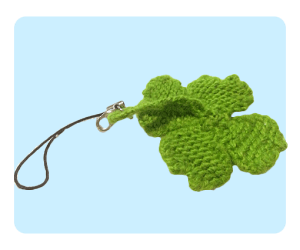 four leaf clover mobile phone charm keychain, free knitting patterns