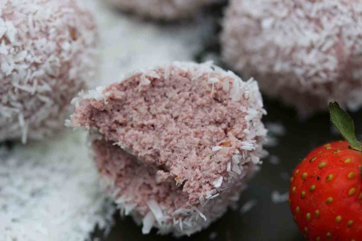 Strawberry 'Bliss' Balls - A Healthy Version