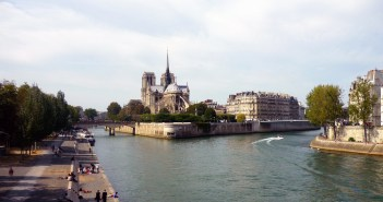 The banks of the River Seine, Paris © French Moments