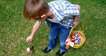 Easter eggs hunt © French Moments