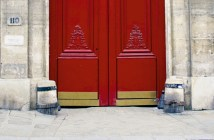 Stone guards in Paris
