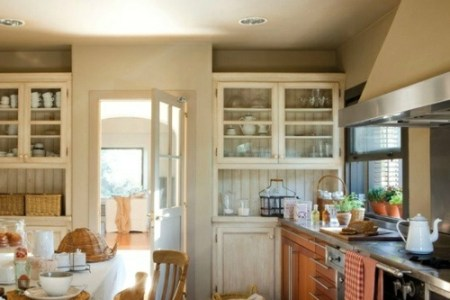 gemütliche küche im landhausstil einrichten