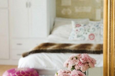 farbideen romantisches schlafzimmer blumen hocker pink rosa farbakzente