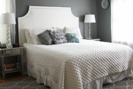 interior design schlafzimmer farbideen grau wand teppich wei%c3%9fe bettdecke