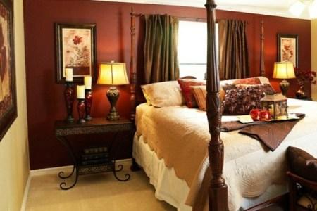 schlafzimmer farbideen beige un himmelbett nachttisch tischlampen
