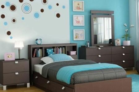 schlafzimmer farbideen wandgestaltung blau tagesdecke unt%c3%b6ne