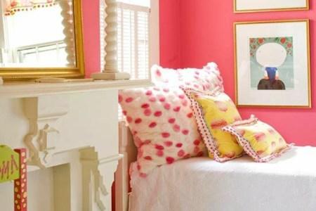 schlafzimmer gestalten farbideen kinderzimmer gold farbakzente lachsrote wandfarbe