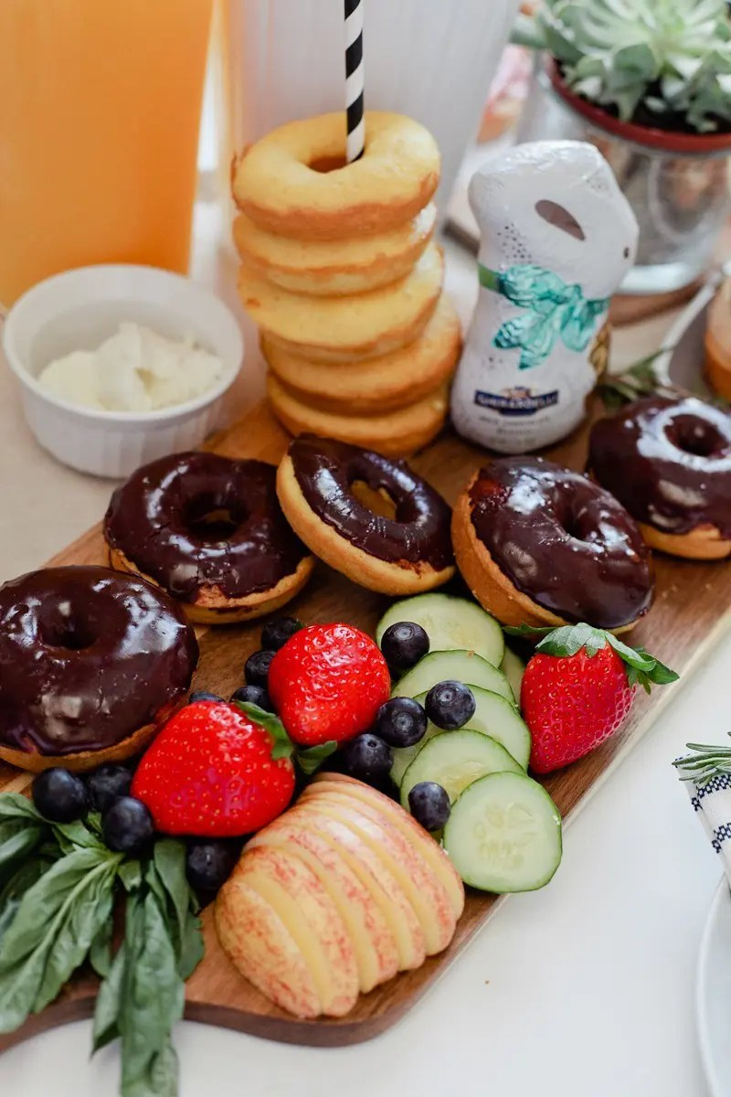 http://i1.wp.com/freshmommyblog.com/wp-content/uploads/2016/03/Simply-Delicious-Easter-Crostini-Brunch-with-donuts-and-Ghiradelli-chocolate-25.jpg?resize=800%2C1200