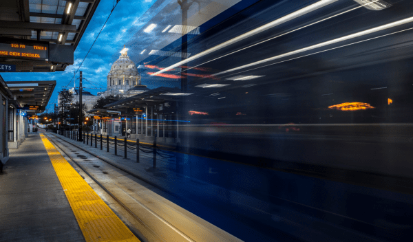 Train_leaving_the_station___Flickr_-_Photo_Sharing_