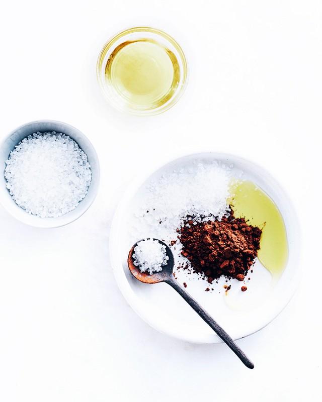 Rezept für Gesichtsmaske aus reifen Avocados, frischem Zitronensaft und Honig