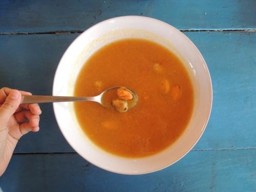Supă cremă de linte cu midii