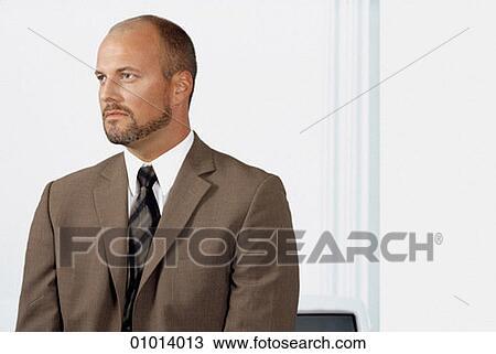 Poster do filme O Homem do terno Marrom
