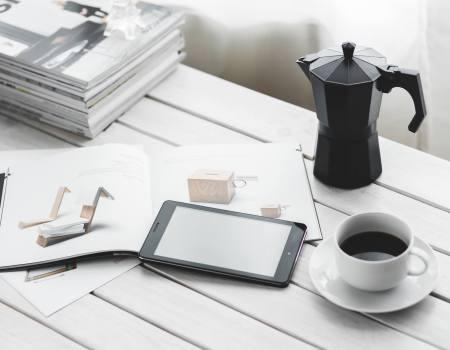 magazine-ereader-and-coffee