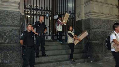 Buenos Aires. En la madrugada se trasladaron los materiales electorales con resguardo de las policía federal.