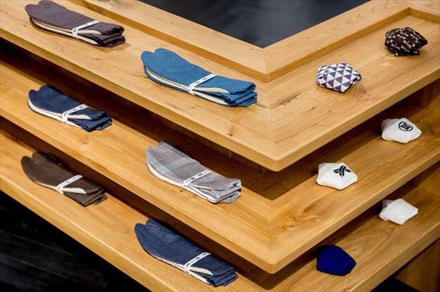 メンズ着物ショップ「Y.& SONS(ワイ&サンズ)」の足袋と帯