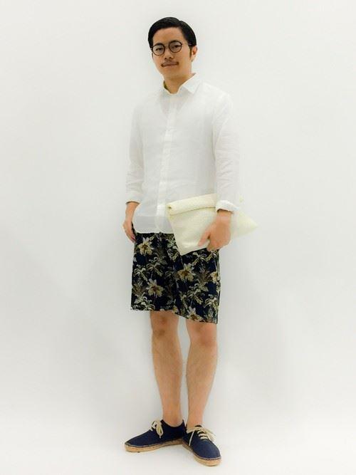 白リネンシャツの春夏メンズコーディネート画像2