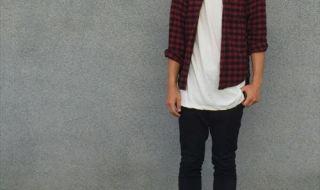 流行のロング丈Tシャツ・タンクトップを着こなした秋冬メンズコーディネート画像4