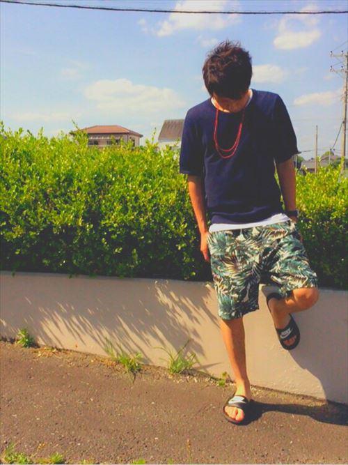 流行のロング丈Tシャツ・タンクトップを着こなした春夏メンズコーディネート画像13