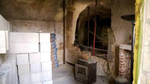 Πήραν ένα μικρό δάνειο και έφτιαξαν το σπίτι των ονείρων τους μέσα σε μια σπηλιά!