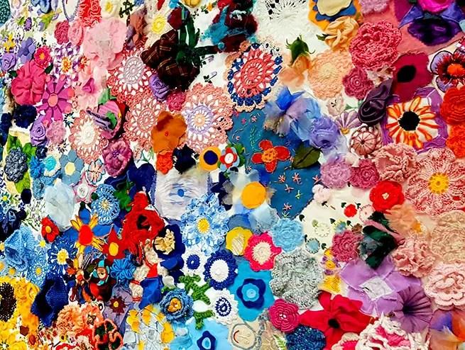 Blumenwand auf der Textile Art Berlin