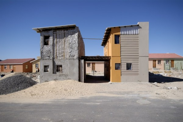 10x10 Sandbag House Image: