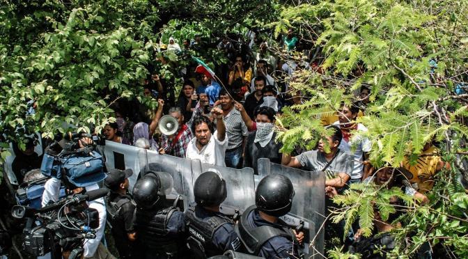 Tepoztlan : Chrónica de despojo y represión. Memorias de julio 23, 2013