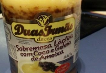 Sobremesa Lactea com Coco e Geleia de Ameixa Doces Duas Irmas