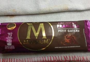 Sorvete Magnum Petit Gateau Com Cobertura de Chocolate Kibon
