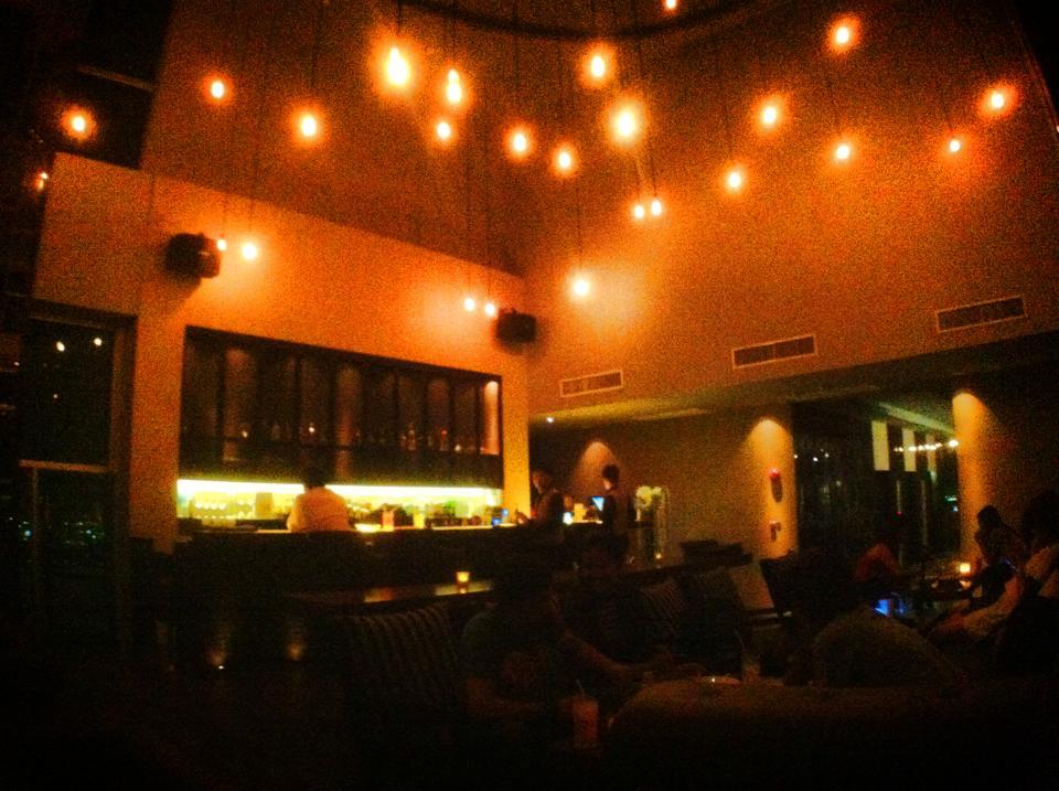Zeppelin Bar & Restaurantは食事もお酒もOK