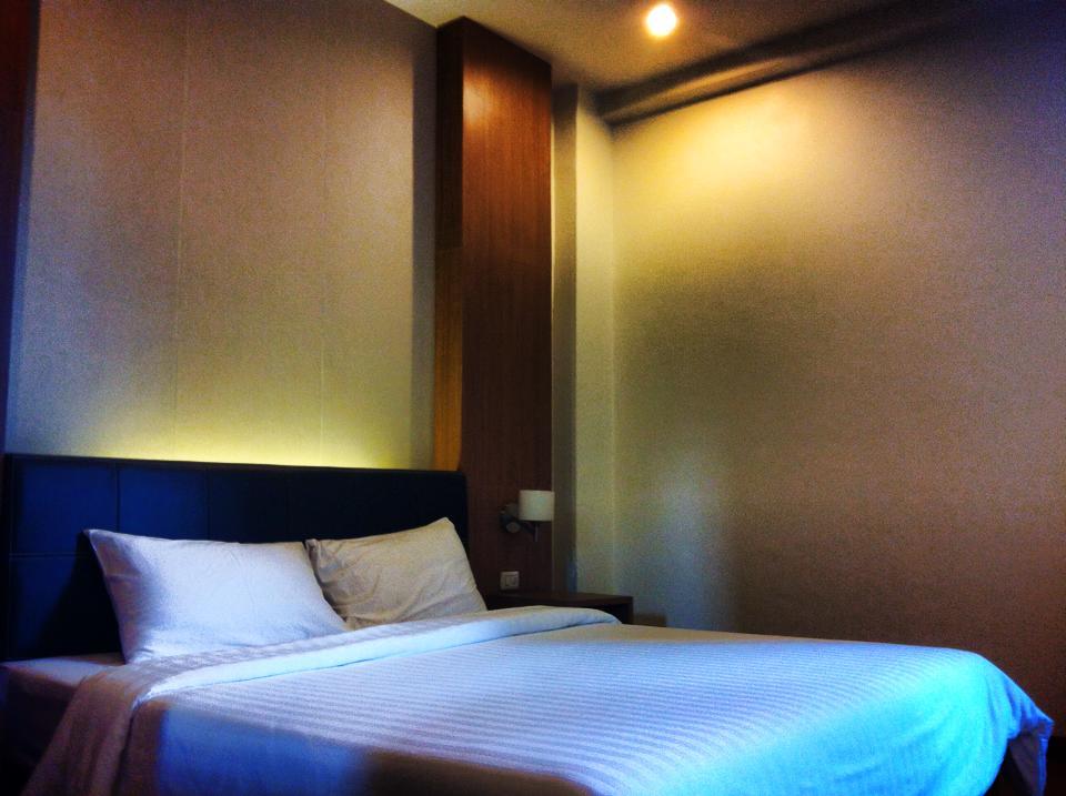 シラチャのサービスアパートメント兼ホテルの寝室